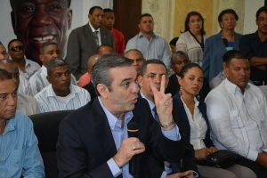 Renuncia los principales diriegentes del PRD en varias provincia