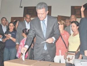 Leonel votando